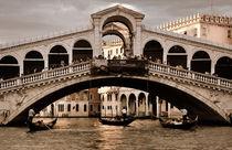 Die Rialto-Brücke in Venedig (Sepia) by Doris Krüger