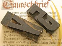 Holzlettern auf Gautschbrief von Diana Wolfraum