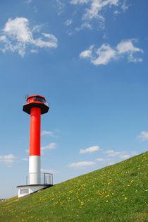 Leuchtturm am Deich by Wolfgang Karg