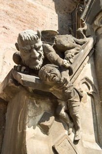 Figuren an einer Kirche by safaribears