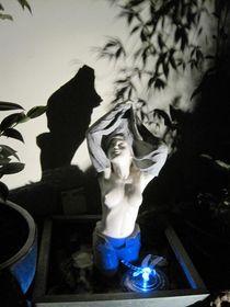 Schwarz-weiß-Akt in Blau von Anne Rösner-Langener