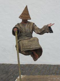Der schwebende Mann by biene