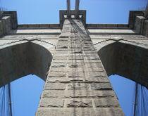 Walking on Brooklyn Bridge II von Nicola Christina