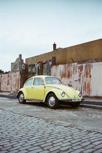 VW Beetle - Docklands No.4 von Dieter Schweinlin
