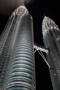 Kuala Lumpur Petronas Towers bei Nacht I von Peter Pap