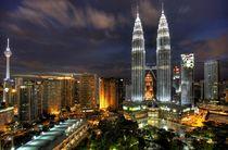 Kuala Lumpur Skyline bei Nacht von Peter Pap