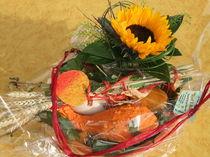 Geschenkkorb mit herbstlicher Ernte von Dan Krueger
