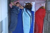 Mädchen im Schlafsack von Georg Portet