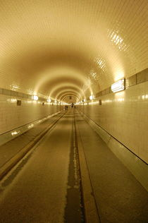 Elbtunnel by Thomas Peter