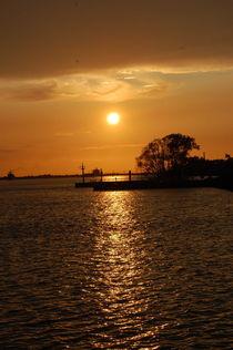 Sonnenuntergang auf der Elbe von Thomas Peter