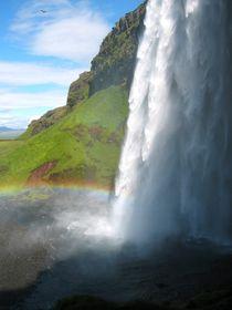 Seljalandfoss in Island - Wasserfall mit Regenbogen von mellieha