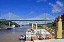 Panamakanal by Angelika Bentin