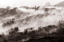 Landschaft mit Nebel in Vietnam by captainsilva