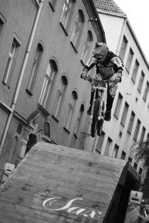 jump 2 by Christiane Klaus