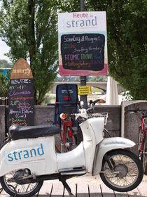 Schwalbe Motorrad vor der Strandbar von mytown