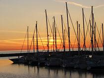 Segelboote im Sonnenaufgang von misslu