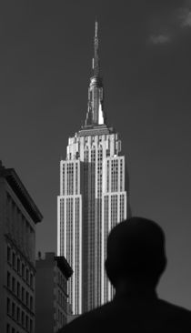 Vor dem Empire State Building by buellom