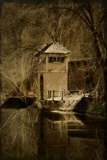 Turm am Fluss by Frank Rebl
