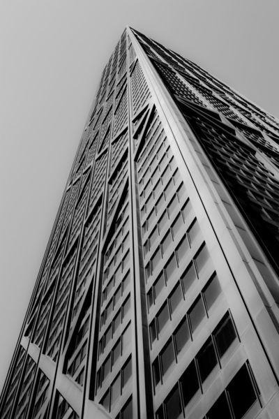 Chicago-john-hancock-building-b-w