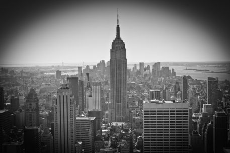 New-york-city-skyline-b-w