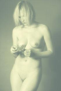 Er Liebt mich - Er Liebt mich nicht - Aktfotografie - Akt Poster - Erotik - Woman - Fotografie - He Loves Me - He Loves me not - nude - Nude Posters - Erotic - Woman - Photography von Falko Follert