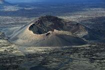 Lanzarote, Mondlandschaft mit dem Volcán de Cuervo by Frank Rother