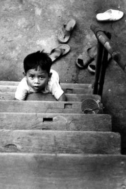 Treppe-boy-mekong-postcard