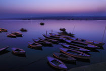 Boats in Morning Blue Hour - Varanasi, India von Soumen Nath
