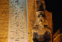 Ramses II and obelisk at Luxor von David Love