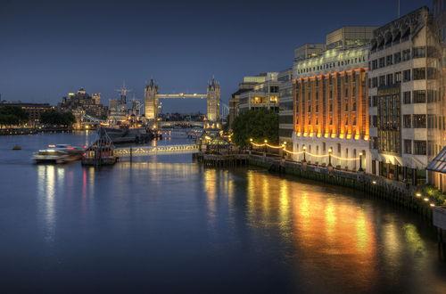 Tower-bridge-at-night