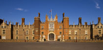 Hampton Court Palace by tgigreeny