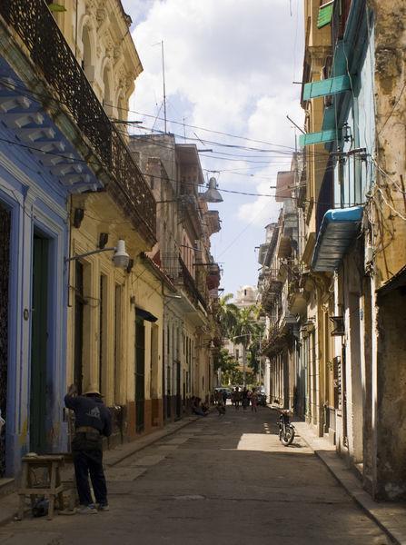 Quiet-havana-street