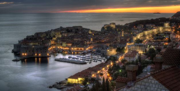 Dubrovnik-old-town-at-dusk