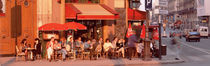 Tourists at a sidewalk cafe, Paris, France von Panoramic Images