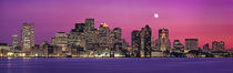 USA, Massachusetts, Boston, View of an urban skyline by the shore at night von Panoramic Images