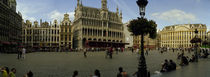 People relaxing in a market square, Grand Place, Brussels, Belgium von Panoramic Images
