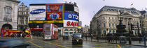 Commercial signs on buildings, Piccadilly Circus, London, England von Panoramic Images
