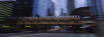 Electric train crossing a bridge, Chicago, Illinois, USA von Panoramic Images