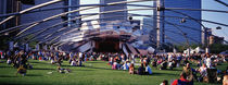 People At A Lawn, Pritzker Pavilion, Millennium Park, Chicago, Illinois, USA von Panoramic Images