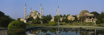 Garden in front of a mosque, Blue Mosque, Istanbul, Turkey von Panoramic Images