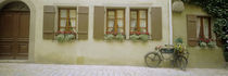Bicycle outside a house, Rothenburg Ob Der Tauber, Bavaria, Germany von Panoramic Images