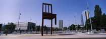 Sculpture of a chair, United Nation Square, Geneva, Switzerland von Panoramic Images