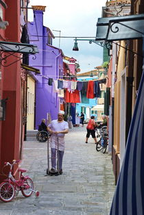 Working Man in Burano, Italy von Julie Hewitt
