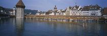 Covered bridge over a river, Chapel Bridge, Reuss River, Lucerne, Switzerland von Panoramic Images