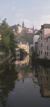 Luxembourg, Luxembourg City, Alzette River Flowing through Grund District von Panoramic Images