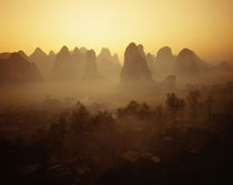 Sunrise in Mountains Guilin China von Panoramic Images