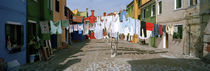 Clothesline in a street, Burano, Veneto, Italy von Panoramic Images