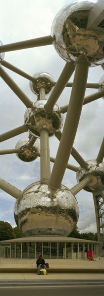 Low angle view of a sculpture of molecular model, Atomium, Brussels, Belgium von Panoramic Images