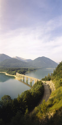 Bridge across a lake, Sylvenstein Lake, Bavaria, Germany von Panoramic Images