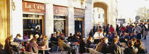 Tourists sitting outside of a cafe, Barcelona, Spain von Panoramic Images